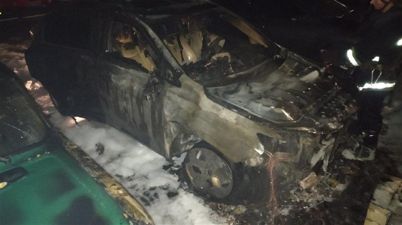 Кандидату в мери Лозової вночі спалили автівку (ОНОВЛЕНО)