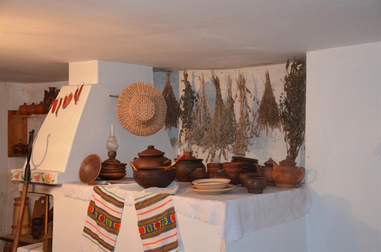 Сім'я із Кременця перетворила стару кухню на справжню етно-хату