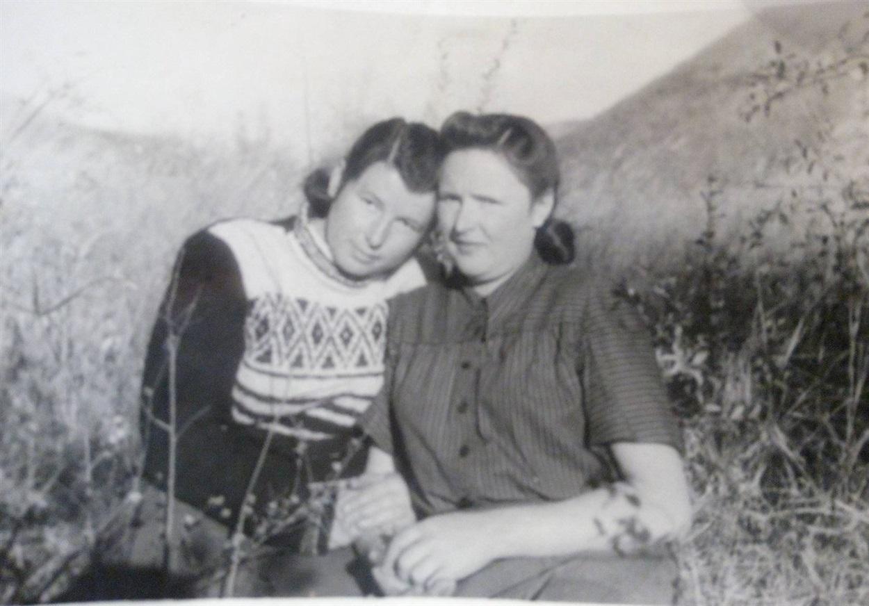 Зліва Богданка (50-ті роки ХХ століття, Магадан)