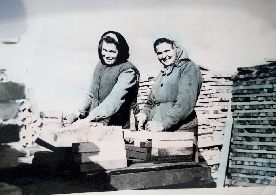 Справа Стефа Кульчицька за роботою (50-ті роки ХХ століття, Воркута)
