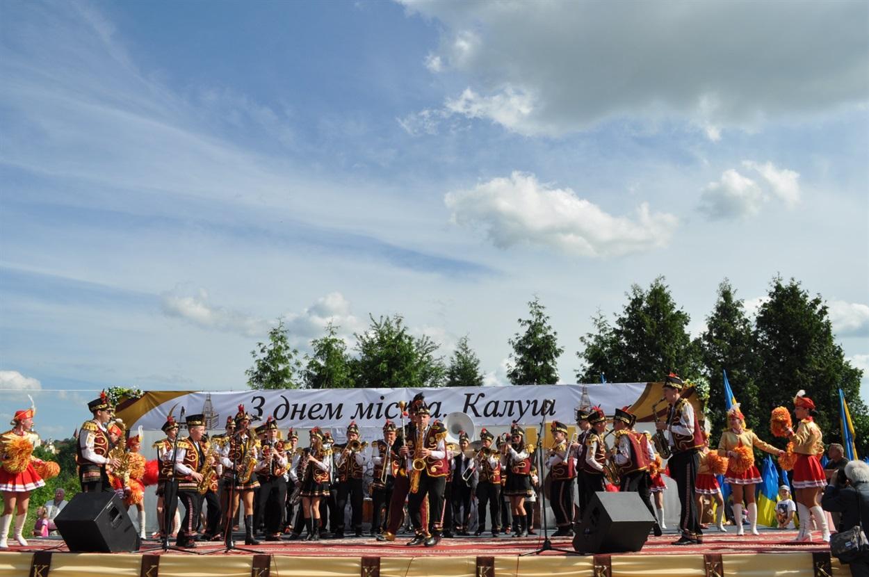 """Духовий оркестр """"Львівські фанфари"""" і група мажореток """"Феєрія"""""""""""