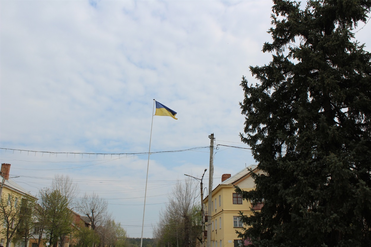 Український прапор над містом