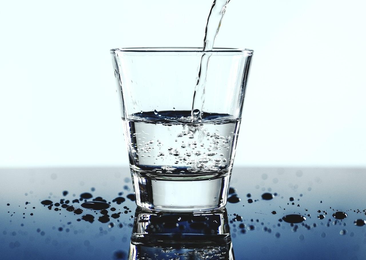 Чому артезіанська вода краща за воду з крана, колодязя і навіть ...