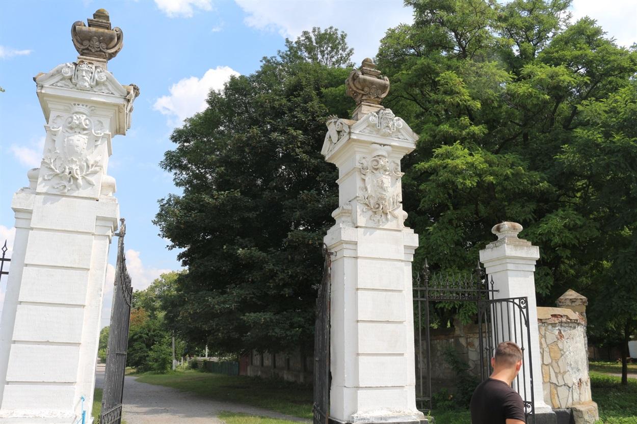 Східні ворота резиденції