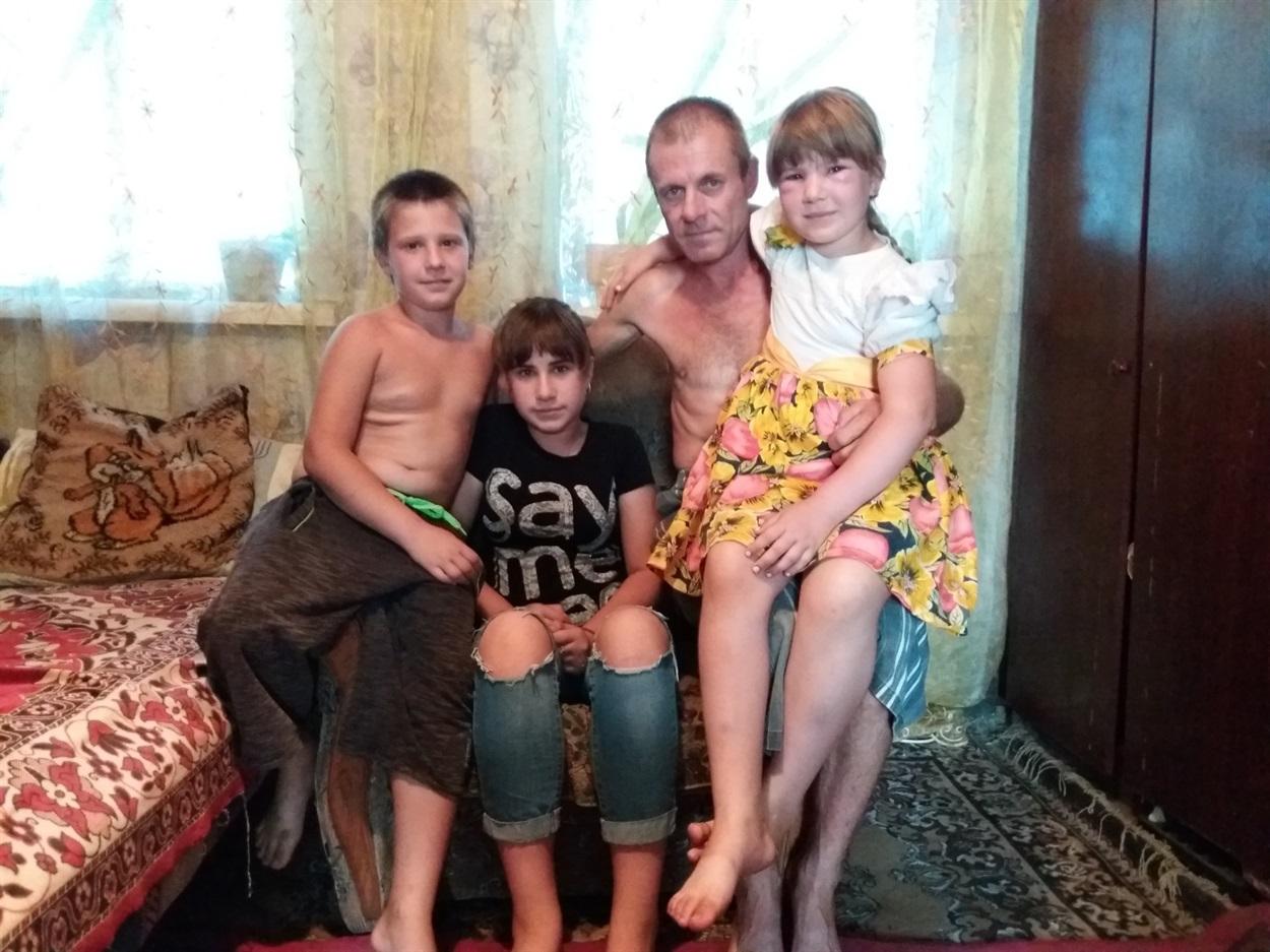 Володимир разом із дітьми Лєрою, Уляною та Володимиром
