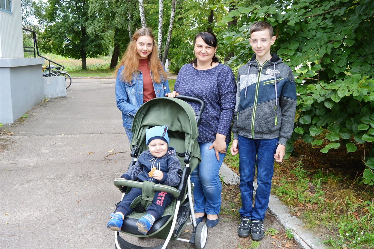 Наталія Чешко з дітьми: Олександрою, Сергієм і Максимком