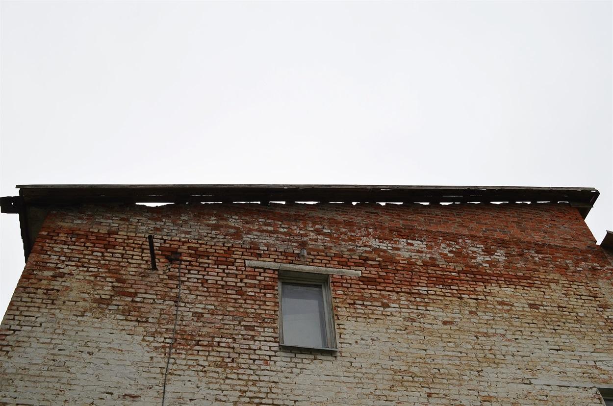 Розкрита покрівля Перелюбської школи