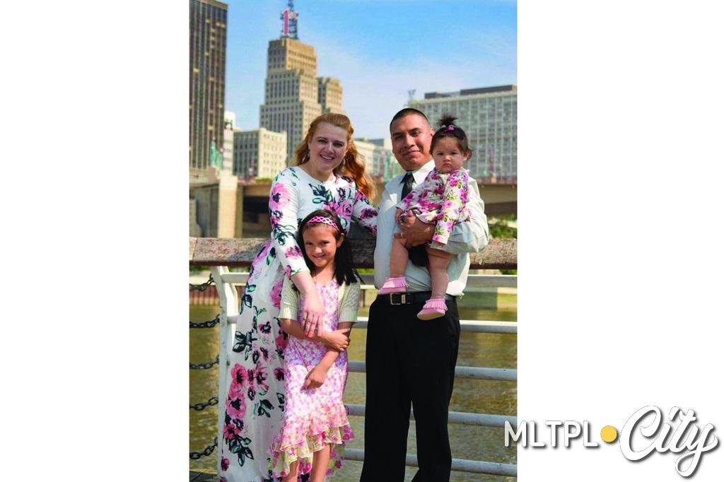 Семья в полном составе - Ирина, Убальдо, София и малышка Селина. США, штат Миннесота