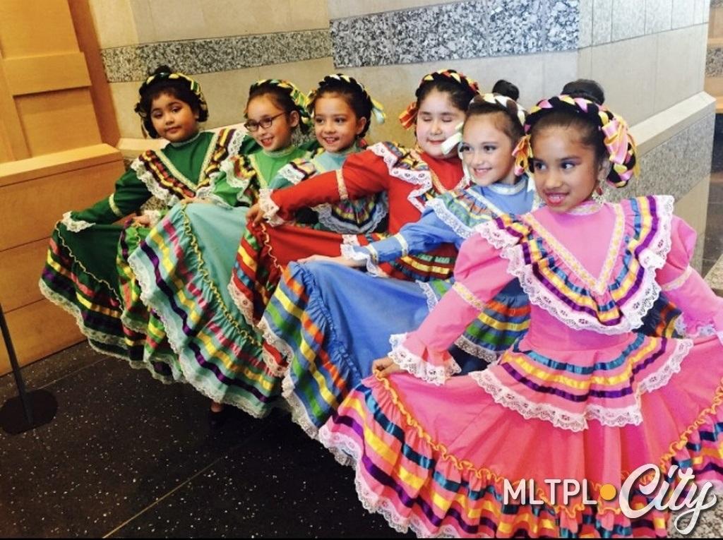 Выступление в Историческом музее штата Миннесота на концерте, посвященном мексиканской традиции Дня мертвых