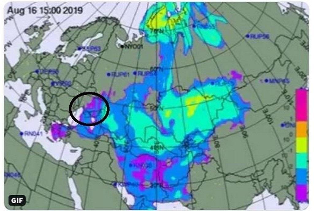 Область распространения радиоактивного облака обведена на скриншоте с видео, опубликованного в Твиттере Лассины Зербо