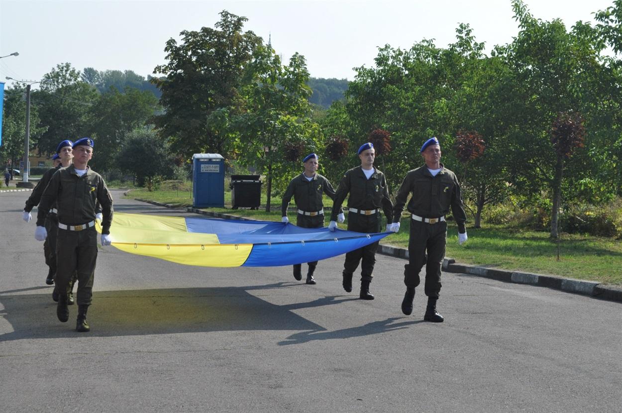 Внесення Державного Прапора військовими третьої патрульної роти