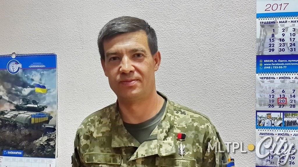 На форме полковника Сидоренко негосударственная награда - орден Народный герой Украины