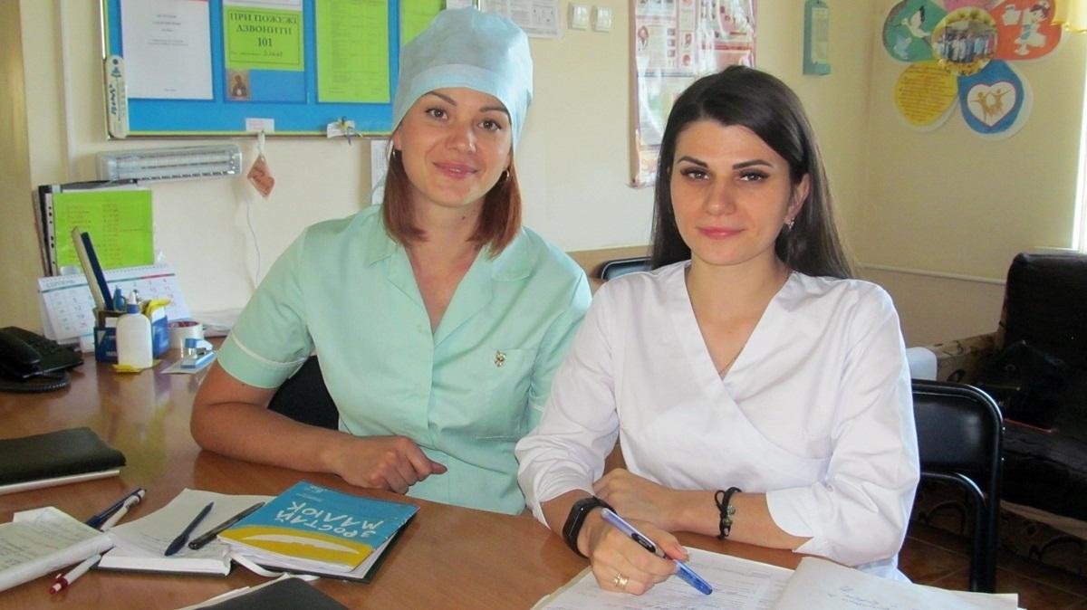 Акушерка Ольга Коваленко та лікар-неонатолог Інна Момот: «Кульмінацією був момент, коли нарешті показалася голівка маляти, аж тут світло згасло»
