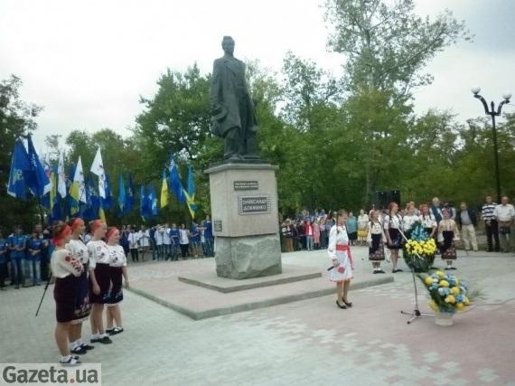 Відкриття пам'ятника довженку в 2012 році в Новій Каховці