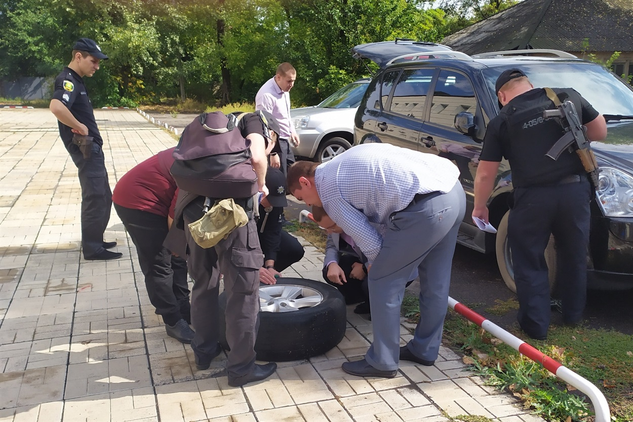 На Донетчине после заседания суда по делу боевика «ДНР» избили прокурора (ФОТО), фото-3