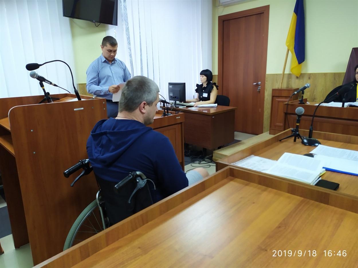 прокурор Артем Величко зачитує клопотання.