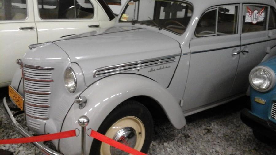 «Москвич-401» сначала являлся полным аналогом «Opel Kadett K38»