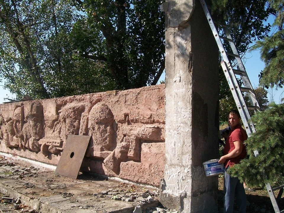 Реставрація пам'ятника в Дмитрівці
