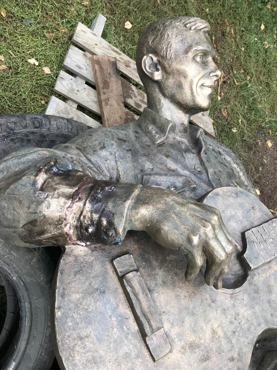 На фото вже реставрований пам'ятник