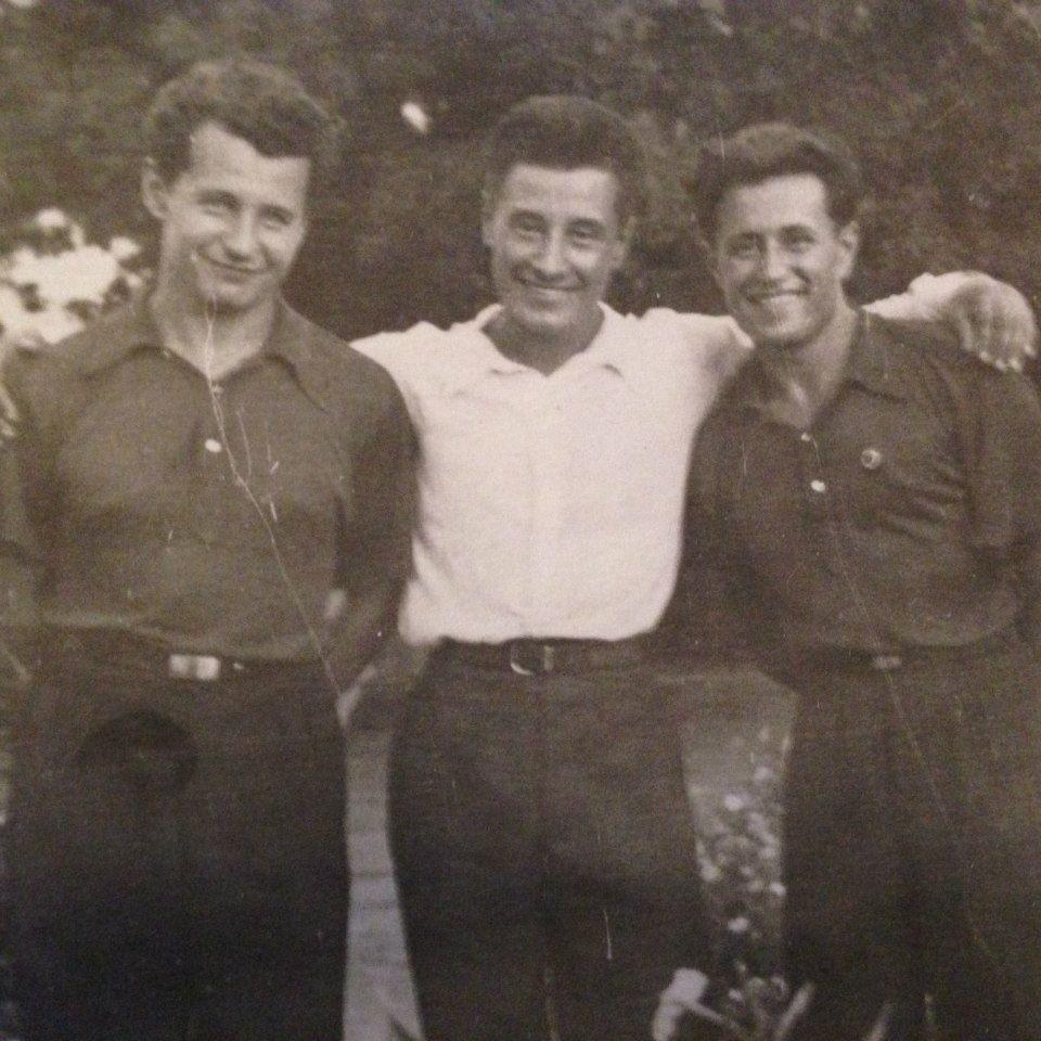 Август Вірлич (праворуч) разом із братами