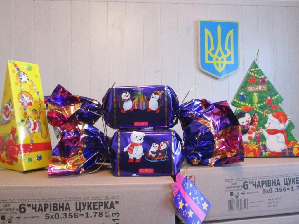Нижнесерогозским детям закупили подарки