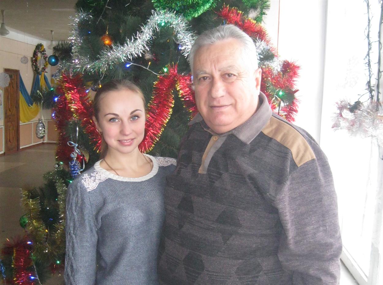 Анатолий Иванович ценит молодого учителя физкультуры Марью Левченко