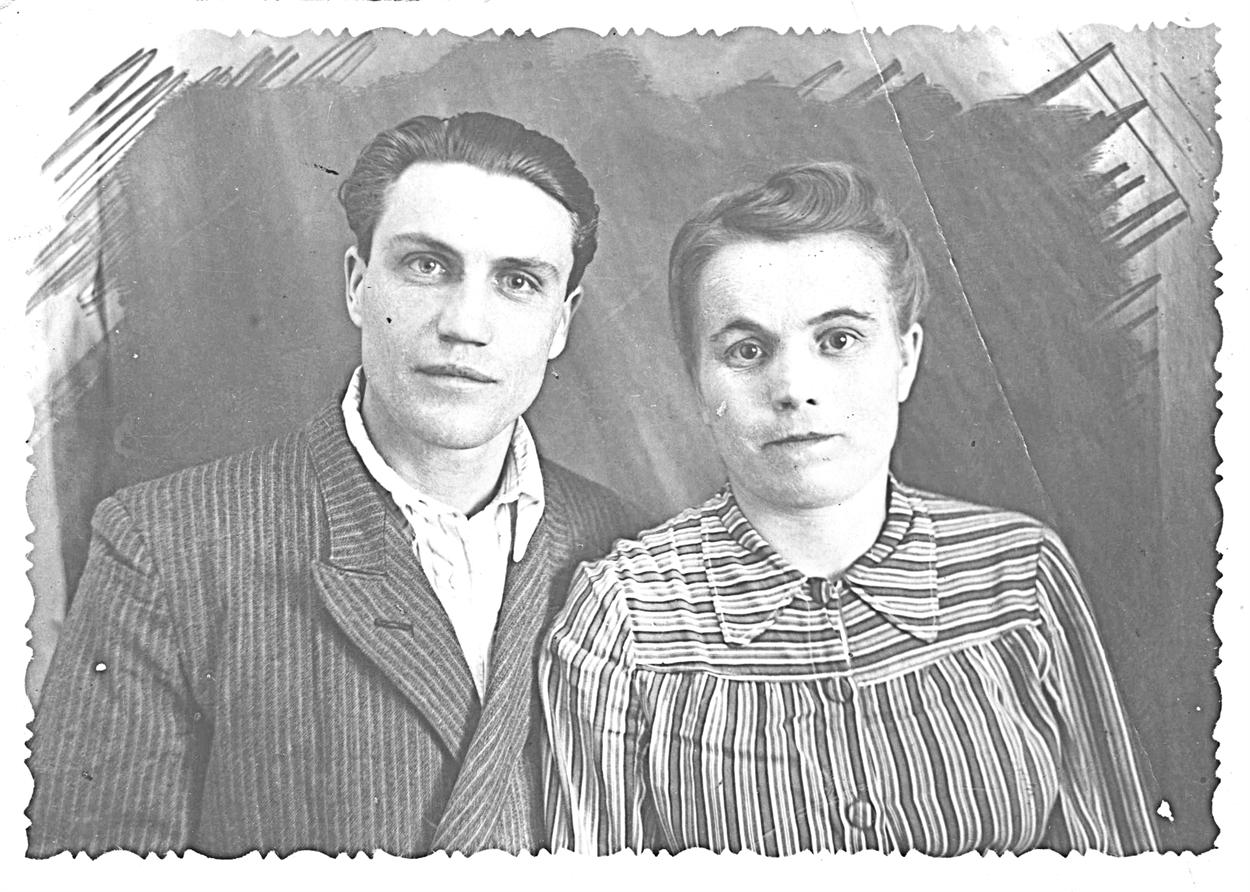 1952г. Молодые супруги Василий иПолина Осиповы