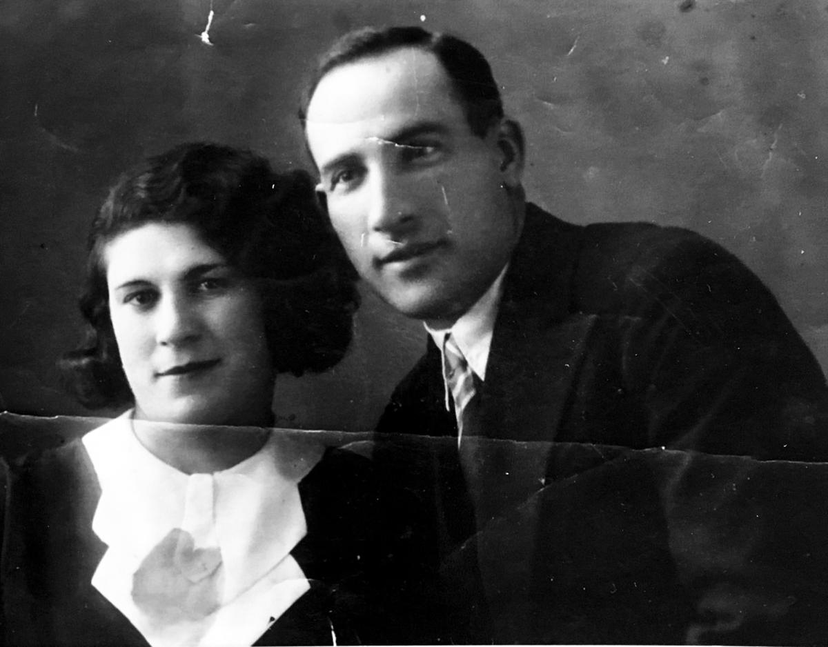 Тётя Шева с мужем Виктором жили на горке около церкви