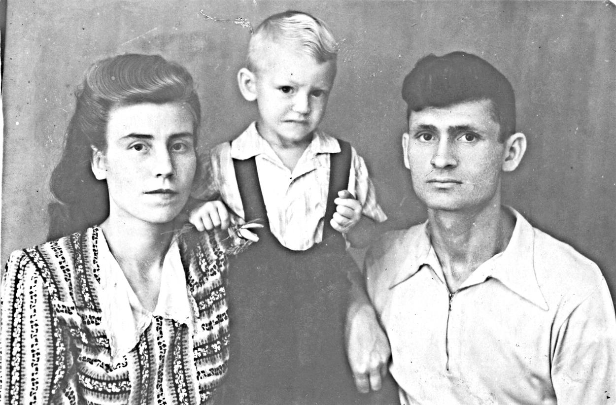 1953 г. Надежда с мужем Анатолием и сыном Алексеем