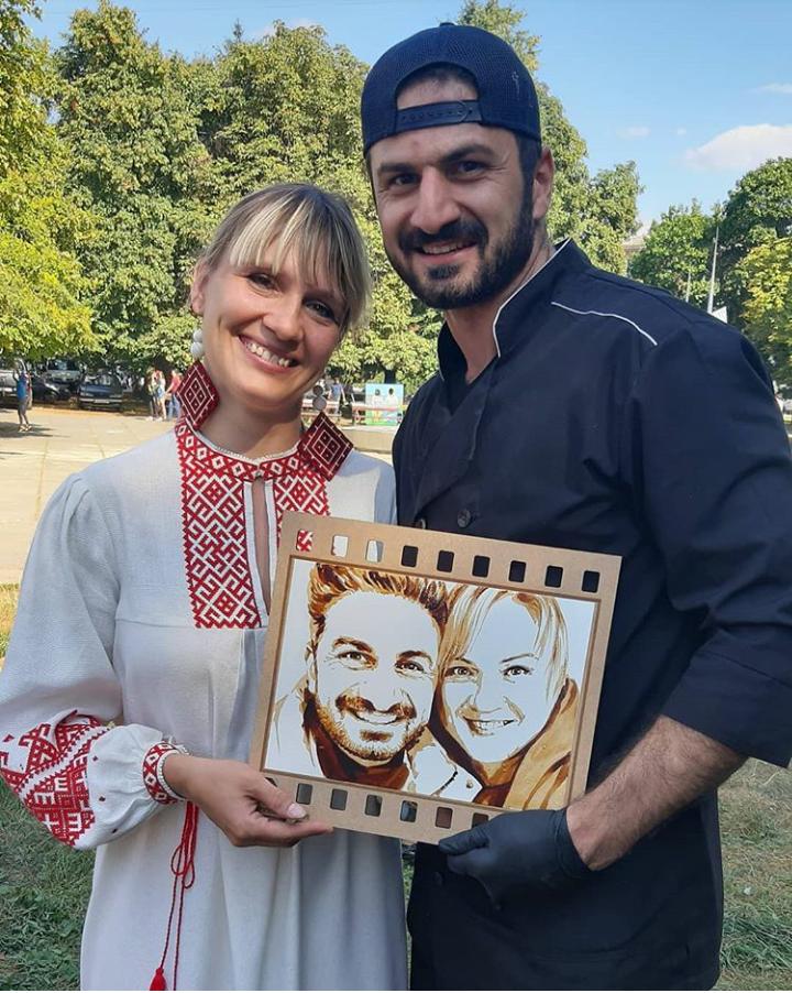 З Сергієм Авакяном і його портретом
