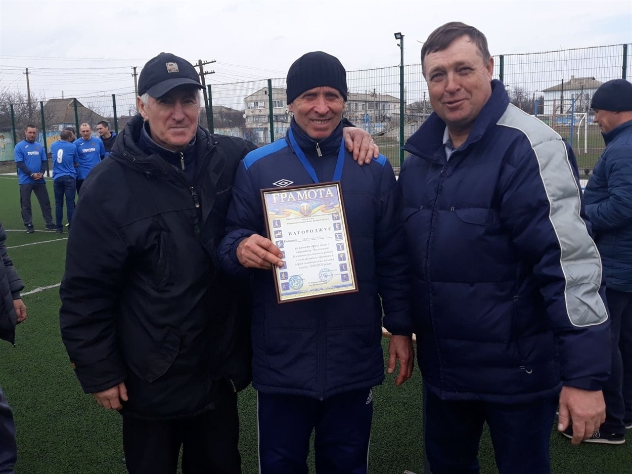 Грамоту вручено капітану команди Ветеран Сергію Величку