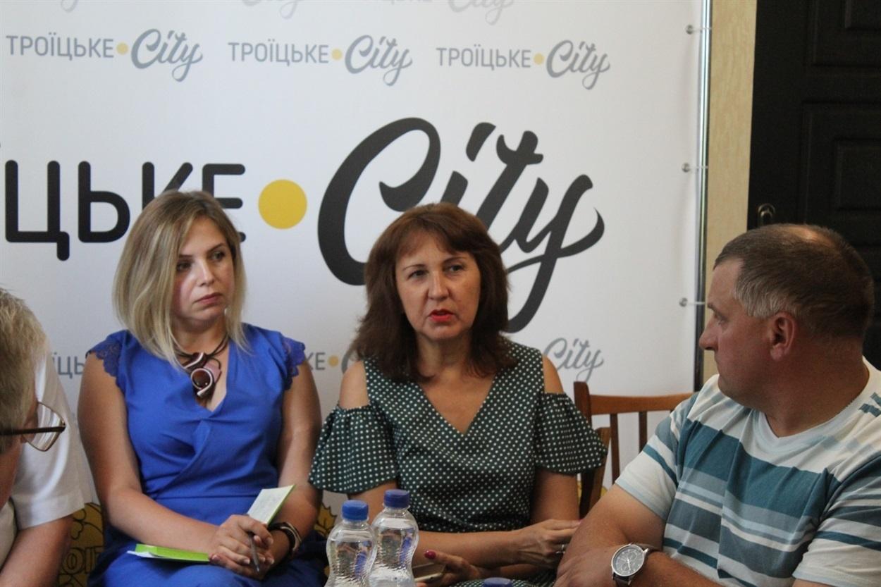 Наталія Марущак (по центру)