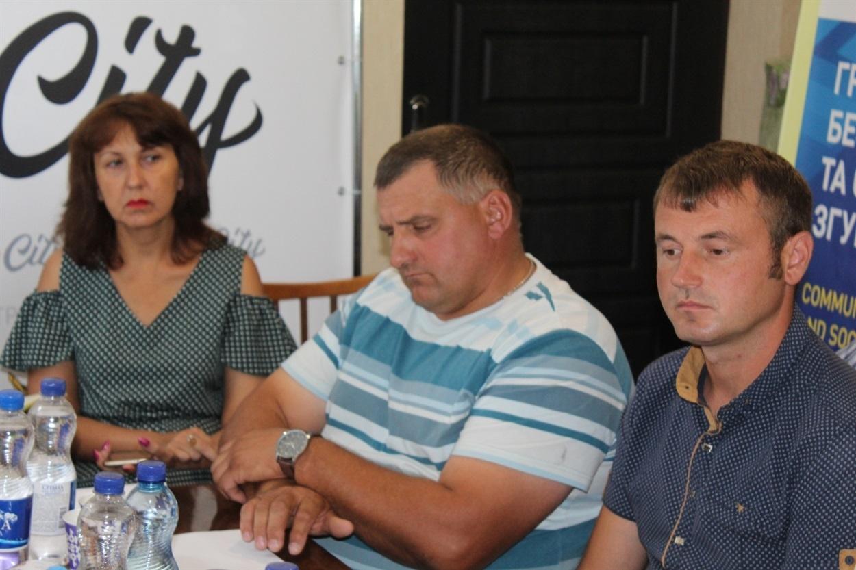 Володимир Овчаренко (на першому плані)