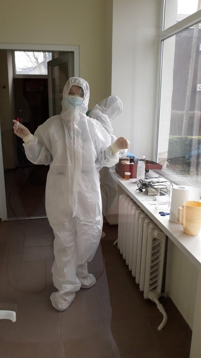 Медики інфекційного відділення КНП