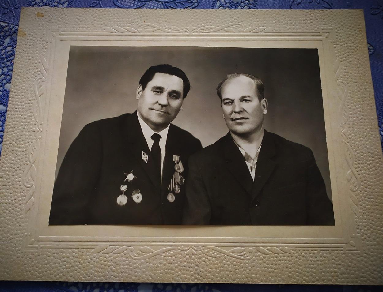 Василь Красненко і Григорій Яковлєв - дідусі Юрія Яковлєва (зліва направо)