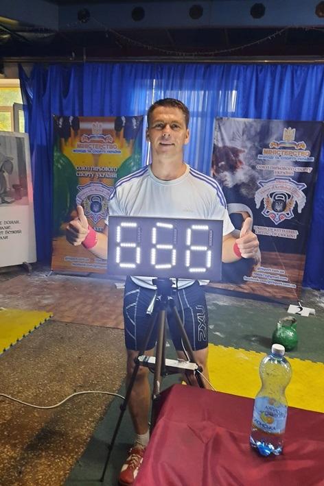 Юрій Голота переміг, здійснивши 666 підйомів у вправі «марафон-ривок»