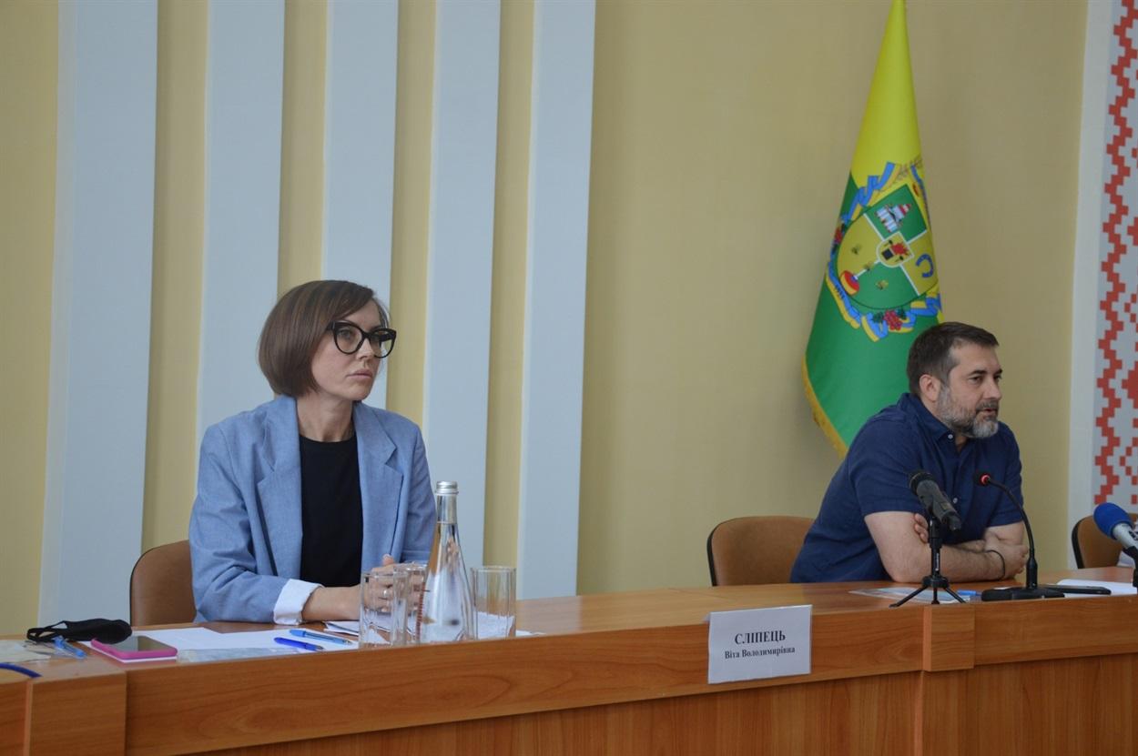 Під час зустрічі губернатора області зі сватівчанами