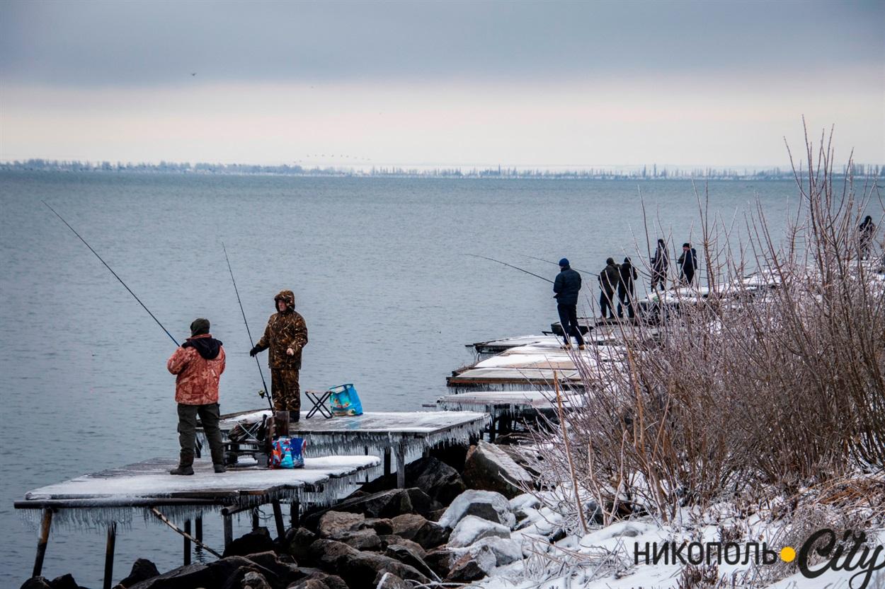 Навіть холод не відлякує затятих рибалок