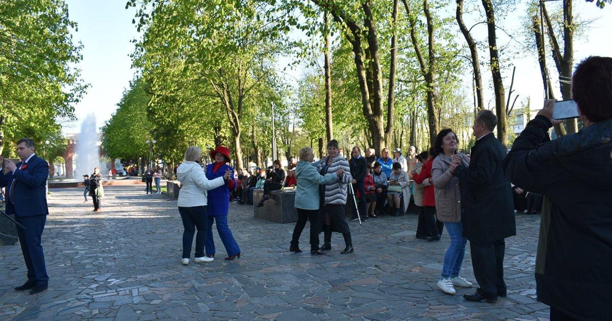 У Новограді відбулася ретро-вечірка: фоторепортаж